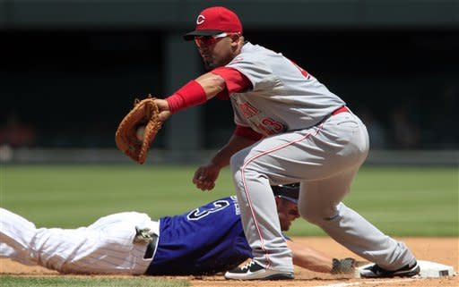 Reds roll to 10th straight win, beat Rockies 7-2