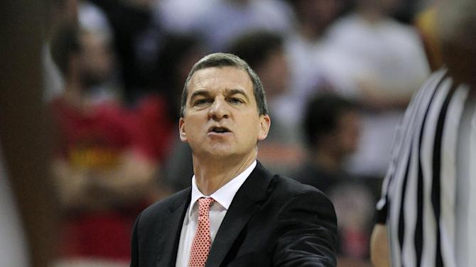 Maryland coach Mark Turgeon instructs his team against Oakland during the second half of an NCAA college basketball game Saturday, Dec. 27, 2014, in College Park, Md. Maryland won 72-56. (AP Photo/Gail Burton)