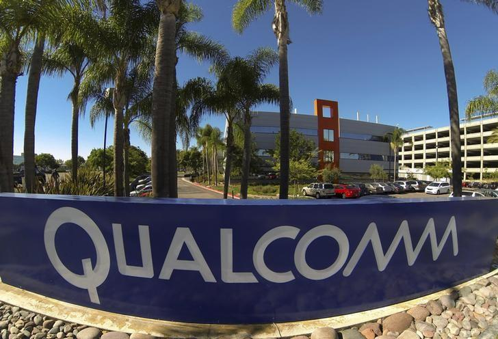Qualcomm seeks to pave road to marriage of cars and smartphones