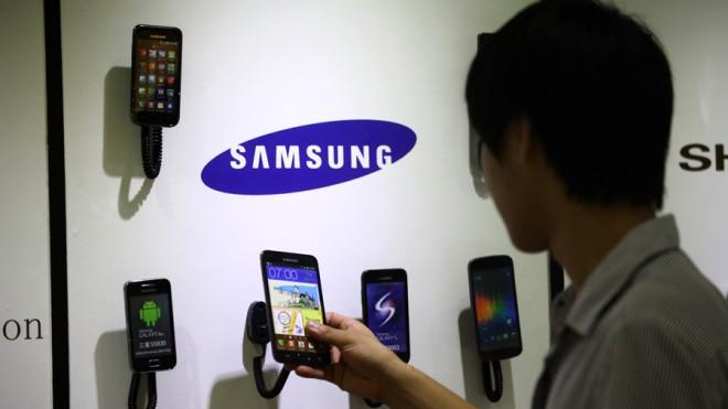 Samsung will debut mini retail spots in the U.S., the first opening on April 8.