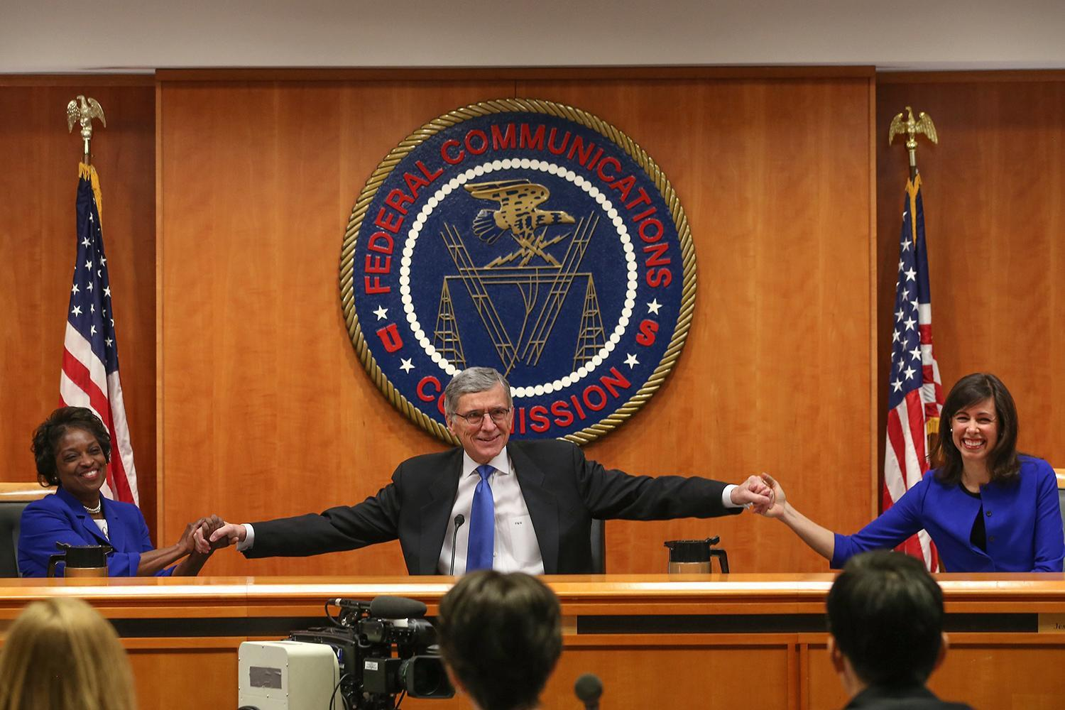 FCC says streaming deals from AT&T and Verizon violate net neutrality