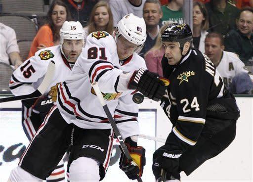 Bolland, Sharp lift Blackhawks over Stars 4-1