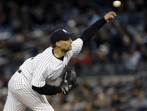 Pettitte, Rivera pitch Yankees past Red Sox 4-2