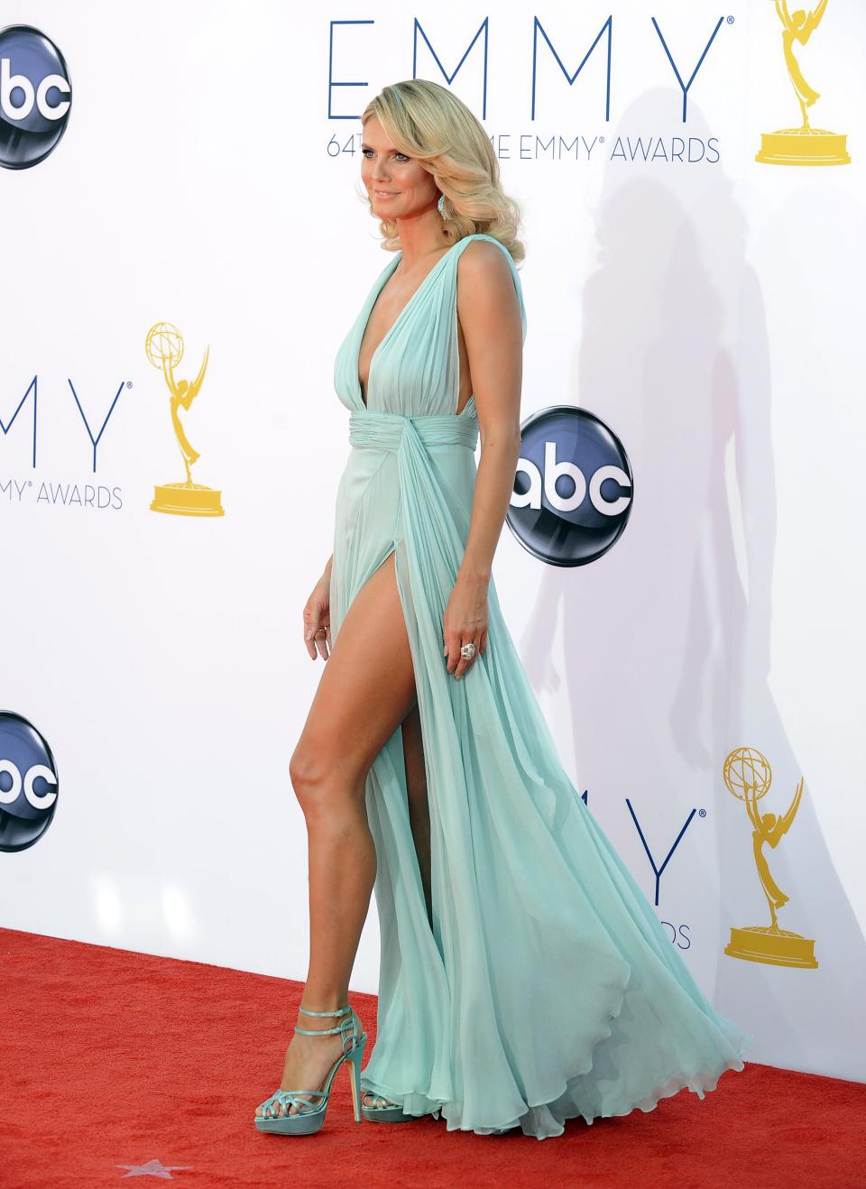 Model Heidi Klum arrives at the 64th Primetime Emmy Awards at the Nokia Theatre on Sunday, Sept. 23, 2012, in Los Angeles.  (Photo by Jordan Strauss/Invision/AP)