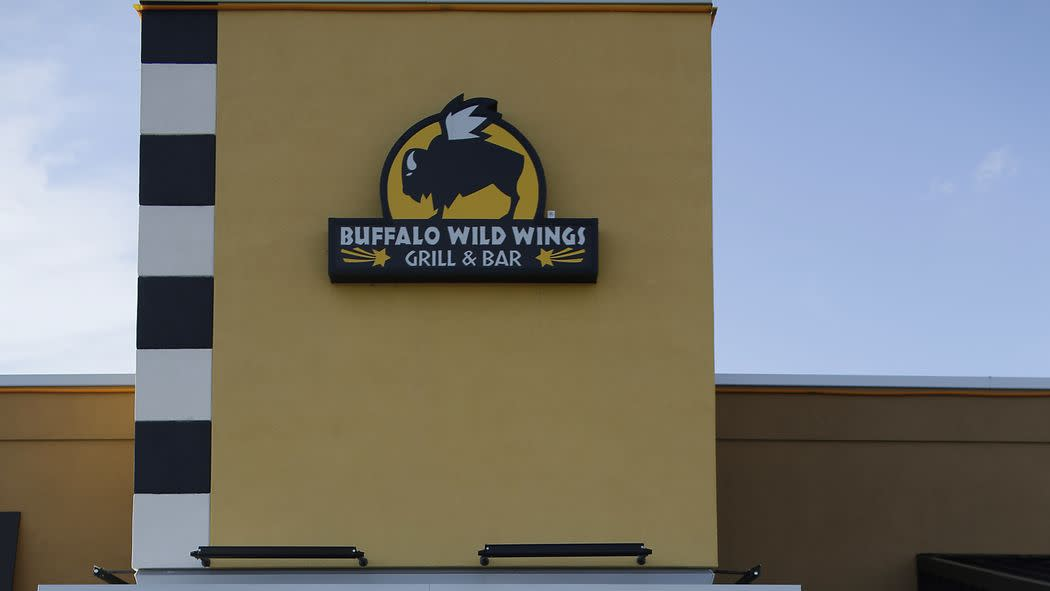 Buffalo Wild Wings Reaches Wage Settlement; Danny Bowien and Jimmy Fallon Make a Burrito