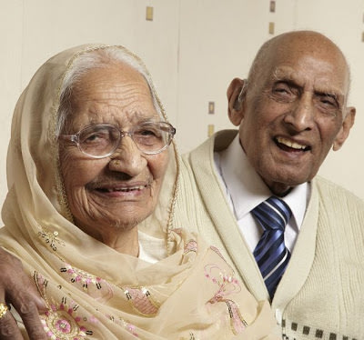 Katari (left) and Karam Chand have become the world's longest married couple. (somethinamazing.blogspot.ca)