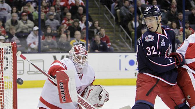 Howard makes 28 saves, Red Wings beat Blue Jackets