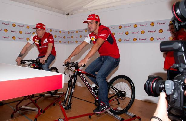 MELBOURNE, March 12, 2014 (Xinhua) -- Ferrari Formula One drivers Kimi Raikkonen (L) of Finland and Fernando Alonso of Spain take part in a pushbike challenge at a media event ahead of Australian Form