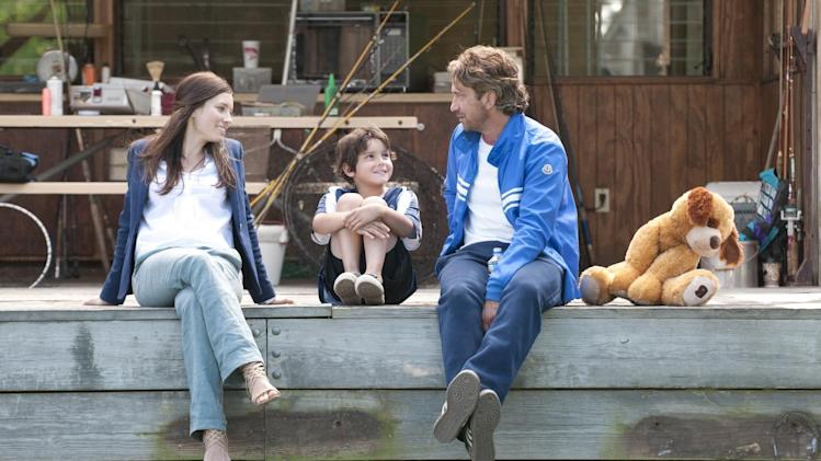 "This film image released by FilmDistrict shows, from left, Jessica Biel, Noah Lomax, and Gerard Butler in a scene from ""Playing for Keeps."" (AP Photo/FilmDistrict, Dale Robinette)"