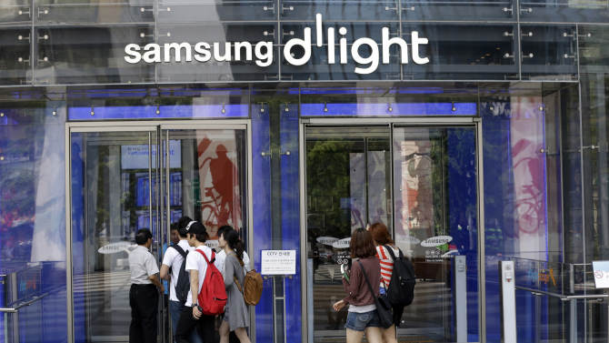 Samsung emphasizes components as smartphones peak