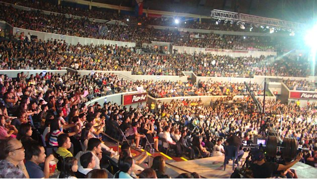 "15000 fans witness ABS-CBN's ""Walang Hanggang Pasasalamat"" at the Smart Araneta Coliseum."