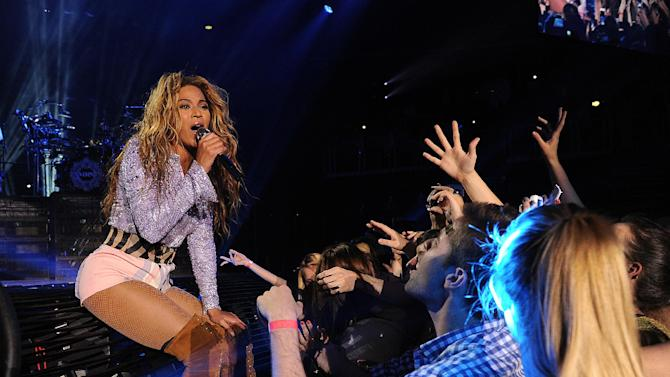 "IMAGE DISTRIBUTED PARKWOOD ENTERTAINMENT - Singer Beyonce performs on her ""Mrs. Carter Show World Tour 2013"", on Wednesday, April 17, 2013 at the Arena Zagreb in Zagreb, Croatia. Beyonce is wearing a lilac jacket and boots by Pucci. (Photo by Frank Micelotta/Invision for Parkwood Entertainment/AP Images."