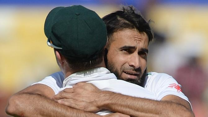 South Africa's Imran Tahir (R) is congratulated by teammate AB de Villiers after taking the wicket of India's captain Virat Kohli on the second day of the third Test in Nagpur on November 26, 2015