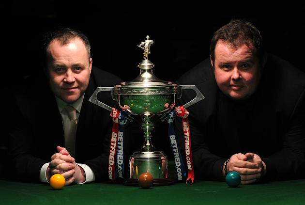 Scottish world snooker champion John Higgins (L) and English contender Stephen Lee (R) pose for photographs flanking the winner's trophy in central London on April 11, 2012, after a press conference t