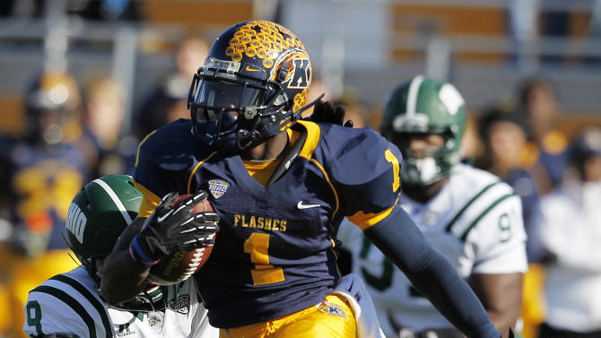 Kent State's Dri Archer runs away from Ohio's Josh Kristoff, left, and Antwan Crutcher during the first quarter of an NCAA college football game, Friday, Nov. 23, 2012, in Kent, Ohio.  (AP Photo/Ron Schwane)