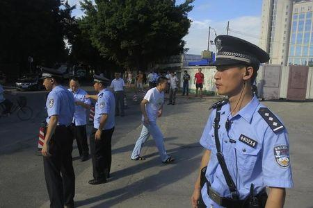 Police officers stand guard outside the court house, blocking roads to the Guangzhou People?s Court in the southern Chinese city of Guangzhou