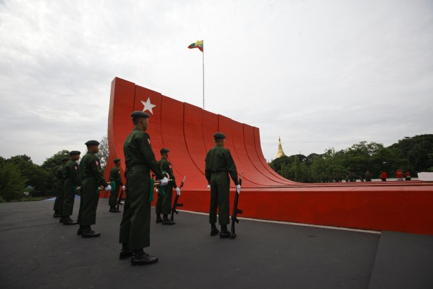 A guard of honour stand guard near the Martyrs' Mausoleum during a visit by Japan's PM Abe in Yangon