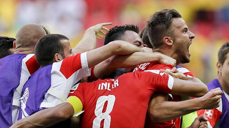 Switzerland beats Ecuador 2-1 at World Cup