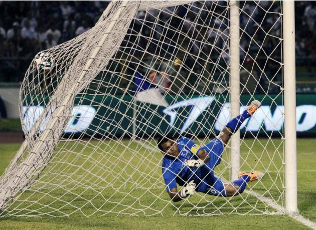 Venezuela's Otero scores past Honduras' Valladares during their international friendly soccer match at Olimpico stadium in San Pedro Sula