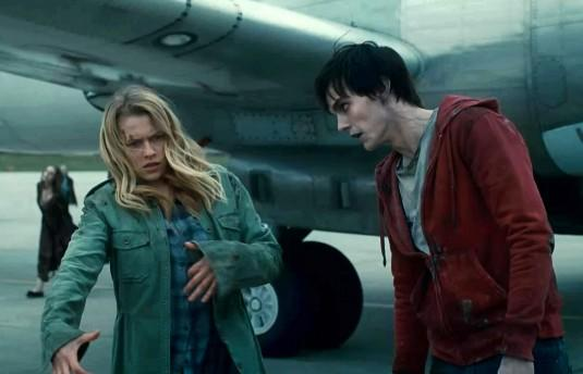 'Warm Bodies' Review: Zombified 'Romeo & Juliet' Lurches With Life