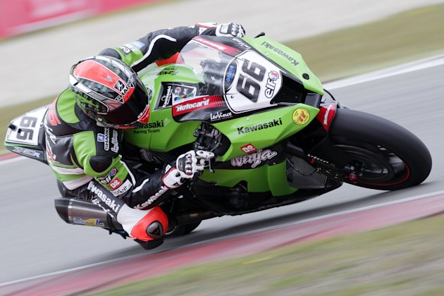 Briton Tom Sykes rides a Kawasaki during the qualification of the WC Superbike on the TT circuit in Assen, the Netherlands, on April 21, 2012. AFP PHOTO/VINCENT JANNINK netherlands out  (Photo credit