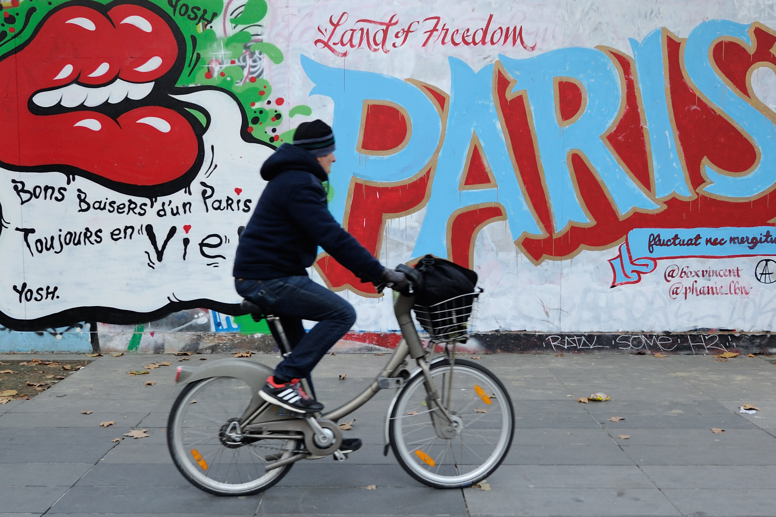 AP PHOTOS: Graffiti artists depict Paris' resilience