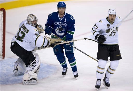 Stars rally to end Canucks' winning streak, 4-3