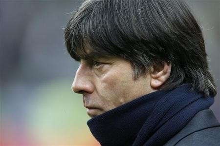 Germany&#39;s coach Joachim Loew watches his players warm up before their international friendly soccer match against France at the Stade de France stadium in Saint-Denis, near Paris, February 6, 2013. REUTERS/Charles Platiau