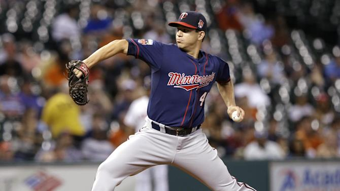 Mauer leads Twins to 4-2 win over Astros