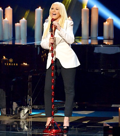 "Christina Aguilera Gets Emotional Singing New Song ""Blank Page"" at People's Choice Awards"