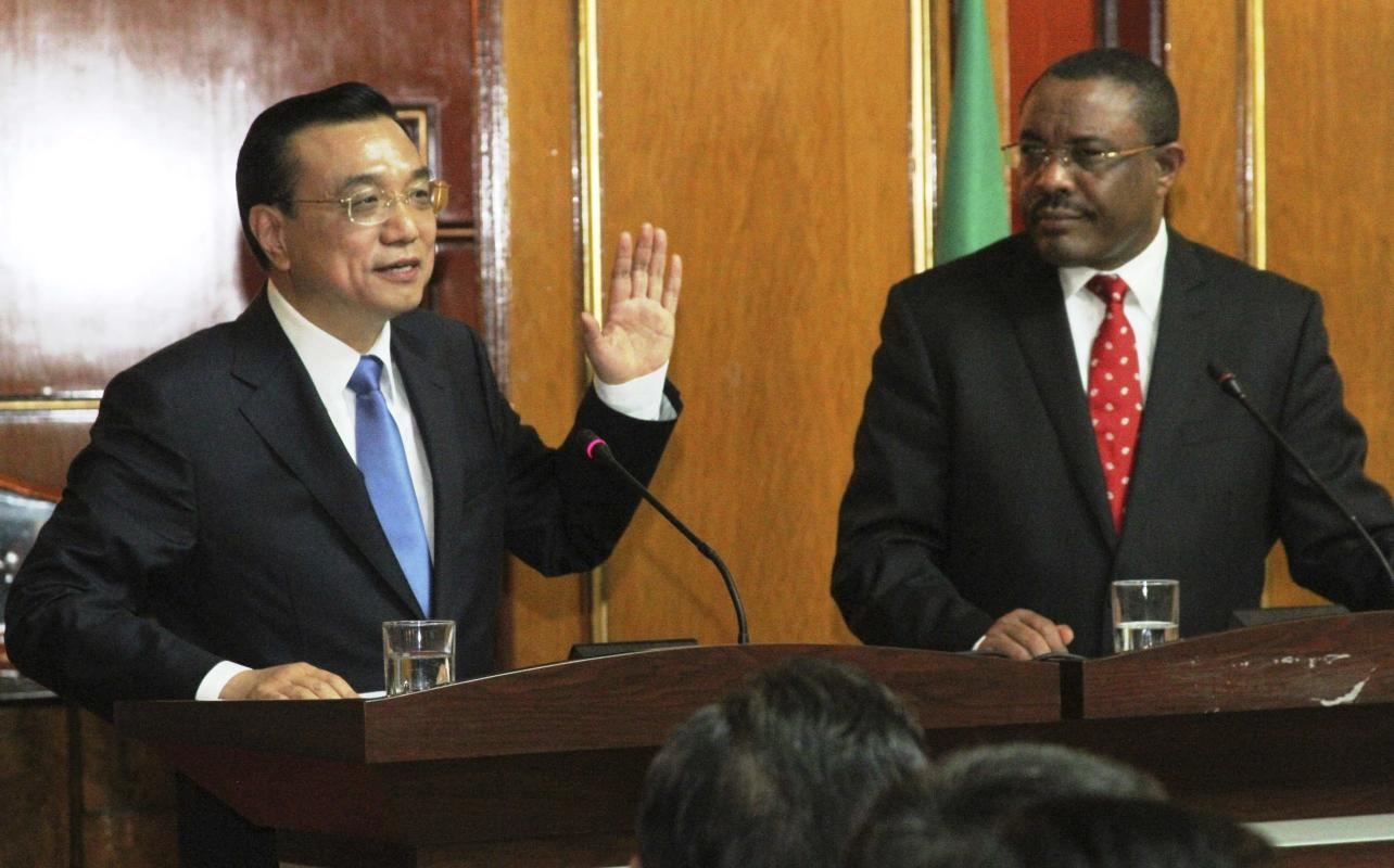 Chinese Premier Li and Ethiopian Prime Minister Desalegn address a meeting at Ethiopian capital Addis Ababa
