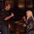 "Chistina Aguilera et Blake Shelton partagent ""Just a Fool"" en live dans ""The Voice"""