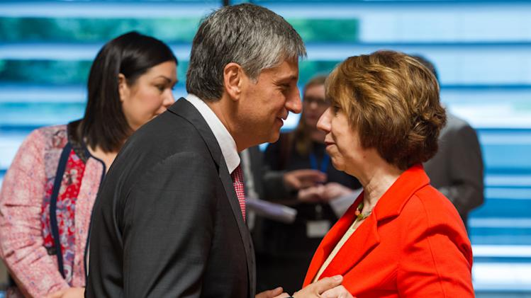 Austrian Foreign Minister Michael Spindelegger, left, talks with European foreign policy chief Catherine Ashton during a European foreign ministers meeting in Luxembourg, Monday, June 24, 2013. (AP Photo/Geert Vanden Wijngaert)