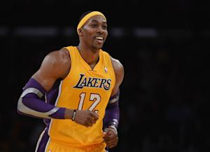 Kobe, Dwight get 31 each in Lakers' win over Bucks