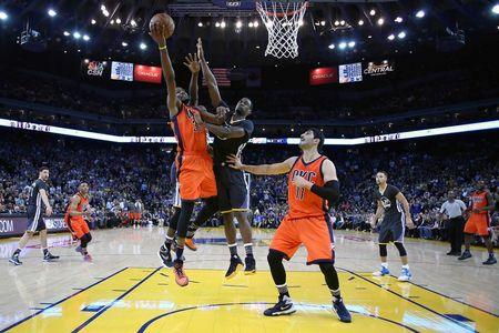 Warriors hold off charge to beat Thunder