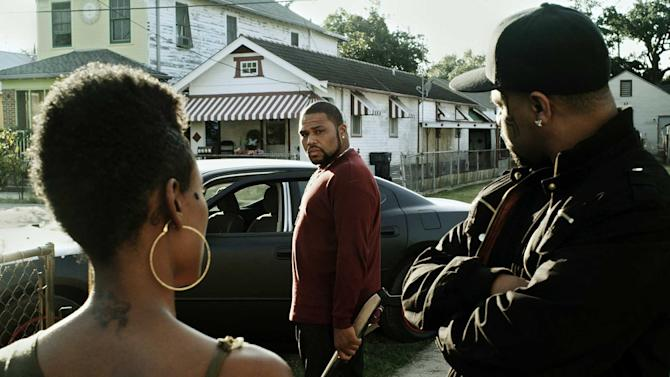 """CORRECTS TO REMOVE REFERENCE TO TATOO-FACED This film image released by Steelyard Pictures shows Anthony Anderson in a scene from """"The Power of Few,"""" an independent action-drama filmed in New Orleans. Anderson, star of the NBC sitcom """"Guys With Kids,"""" sheds his funnyman persona to play a gun-wielding thug making its limited-release debut on Friday, Feb. 22, 2013. (AP Photo/Steelyard Pictures)"""