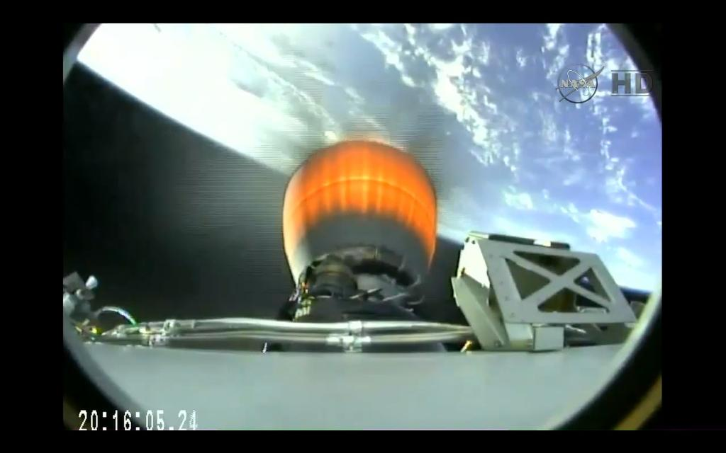 SpaceX Dragon cargo ship arrives at space station