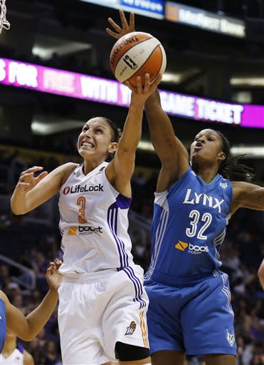 Moore, Lynx win 6th straight, 82-77 over Mercury