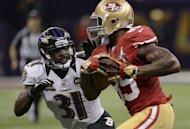 Bernard Pollard (L) of the Baltimore Ravens eyes Vernon Davis (R) of the San Francisco 49ers during Super Bowl XLVII on February 3, 2013 in New Orleans, Louisiana