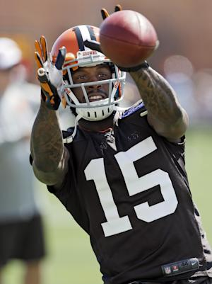 Season over for Browns receiver Davone Bess