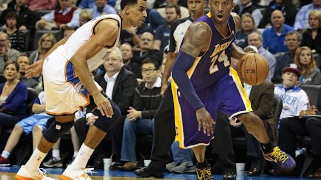 Kobe Bryant (r.) im Duell mit Thabo Sefolosha