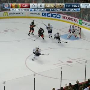 Corey Crawford Save on Ryan Getzlaf (00:39/1st)