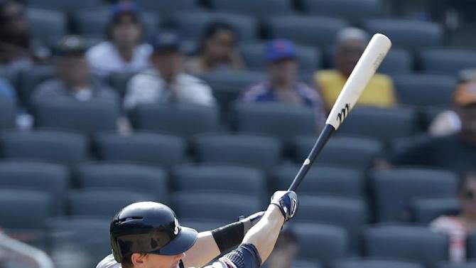 Heyward hit in jaw, Braves beat Mets 4-1 in 10