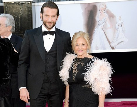 Bradley Cooper and Chris Evans Bring Their Moms to the Oscars
