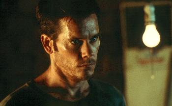 Kevin Bacon as Tom Witzky, coping with newfound clairvoyance in Stir of Echoes