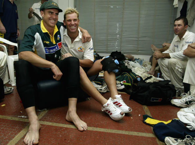 Matthew Hayden and Shane Warne celebrate win