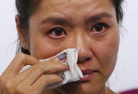 Tennis player Li Na of China cries during a news conference announcing her retirement in Beijing