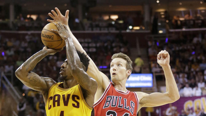 Chicago Bulls forward Mike Dunleavy (34) tries to block a shot attempt by Cleveland Cavaliers guard Iman Shumpert (4) during the first half of Game 2 in a second-round NBA basketball playoff series Wednesday, May 6, 2015, in Cleveland. (AP Photo/Tony Dejak)