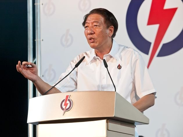 Deputy Prime Minister Teo Chee Hean said that the law will be changed so courts will have discretion to sentence some people convicted of drug-related and murder offences to the lighter penalty of life imprisonment with caning. (Yahoo! file photo)