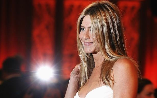 Jennifer Aniston's Mysterious Diamond Ring; Jon Hamm Was Robbed
